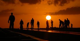 silhouettes-582969_1280